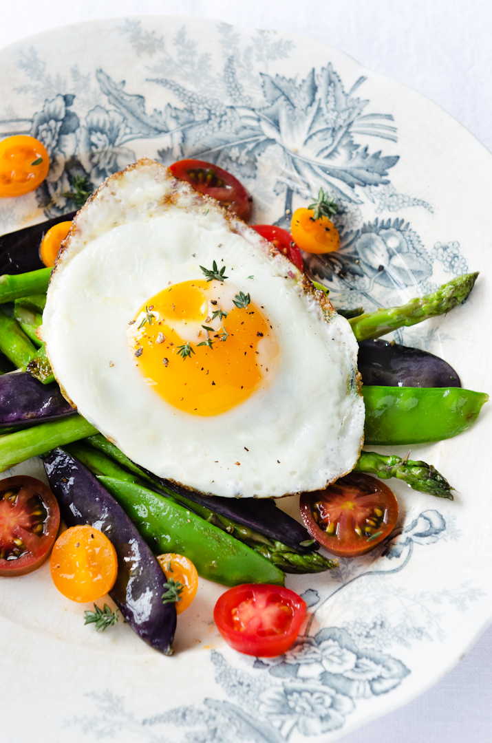 Egg on fresh healthy vegetables light meal option